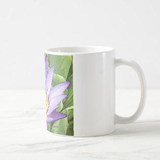 Luz en el corazón del loto taza de café