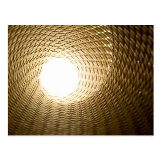 Luz en el extremo de un túnel tarjeta postal