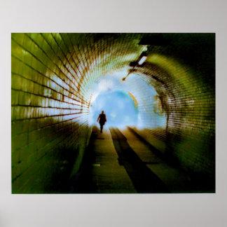 Luz en el extremo del túnel poster