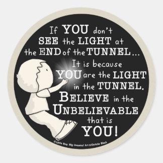 Luz en el túnel pegatina redonda