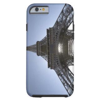 luz que brilla a través de la torre Eiffel Funda De iPhone 6 Tough