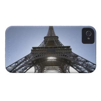 luz que brilla a través de la torre Eiffel iPhone 4 Case-Mate Protector