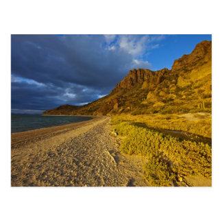 Luz tempestuosa en Isla Carmen en el golfo de Tarjetas Postales