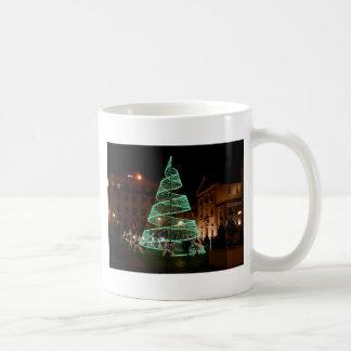 Luz verde del árbol de navidad taza de café
