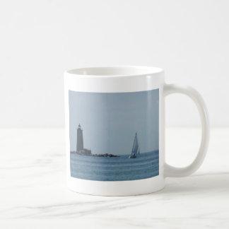 Luz y velero de Whaleback Taza De Café