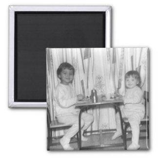 lynn y lora en la pequeña tabla imán cuadrado