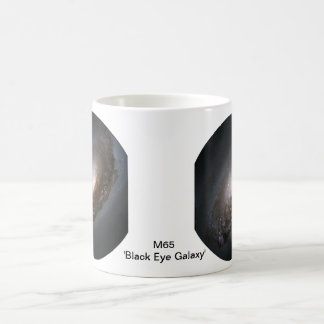 M65 'ojo morado Galaxy Taza Básica Blanca
