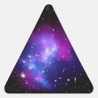 MAC J0717 (telescopio del racimo de la galaxia de Pegatina Triangular