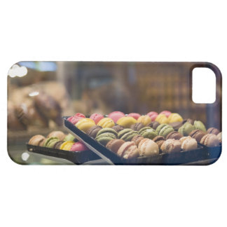 Macarrones en la ventana de demostración 2 iPhone 5 Case-Mate fundas
