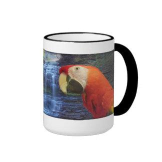 Macaw del azul y del oro y Macaw del escarlata - Taza De Dos Colores