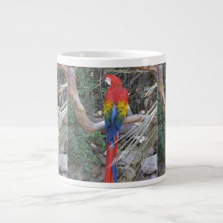 Macaw del escarlata - de la parte posterior taza extra grande