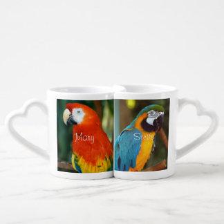 Macaw del escarlata tazas para parejas