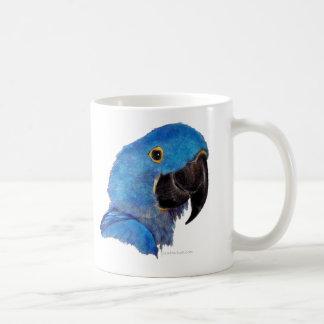 Macaw del jacinto (diseño oscuro) taza básica blanca