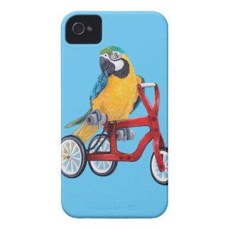 Macaw del loro en la bici del triciclo funda para iPhone 4 de Case-Mate