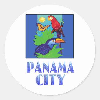 Macaw, loro, mariposa y selva CIUDAD DE PANAMÁ Pegatina Redonda