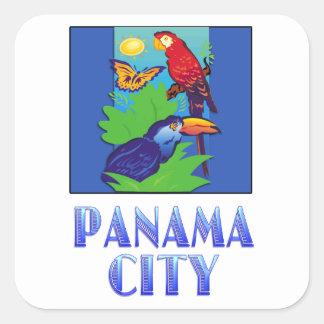 Macaw, loro, mariposa y selva CIUDAD DE PANAMÁ Pegatina Cuadrada