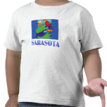Macaw, loro, mariposa y selva SARASOTA Camisetas