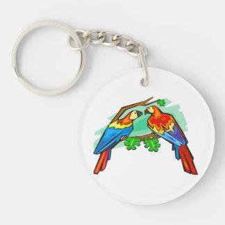 Macaws del escarlata llaveros