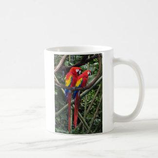 macaws rojos taza clásica
