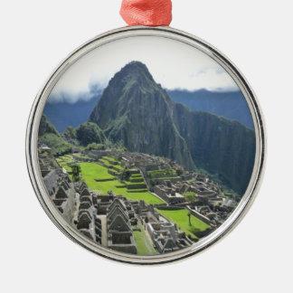 Machu Picchu Adorno Redondo Plateado