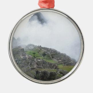 Machu Picchu en las nubes Adorno Redondo Plateado