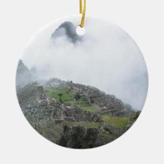 Machu Picchu en las nubes Adorno Redondo De Cerámica