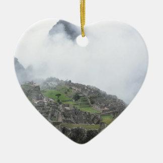 Machu Picchu en las nubes Adorno De Cerámica En Forma De Corazón