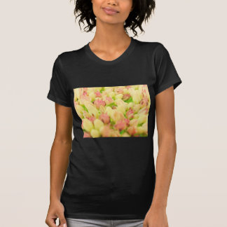 Macizo de flores rosado camisetas