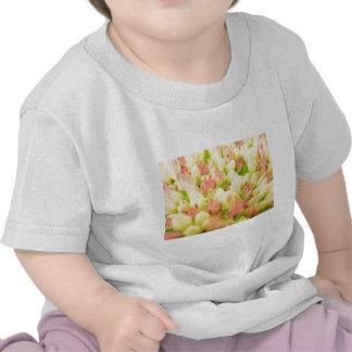 Macizo de flores rosado camiseta