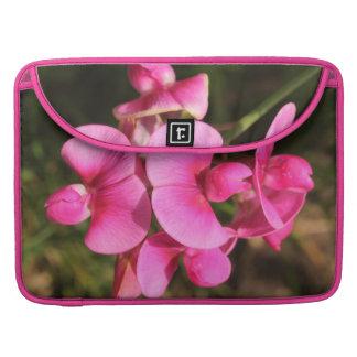 macro de la flor del guisante de olor fundas para macbooks