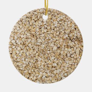 Macro de la harina de avena como estructura del adorno navideño redondo de cerámica