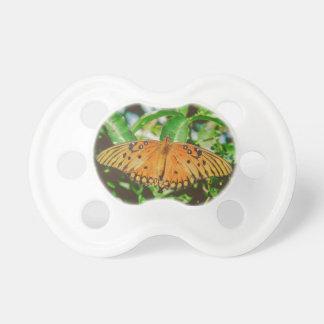 Macro de la mariposa chupetes para bebés