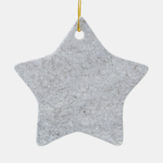 Macro de la sal como estructura del fondo adorno navideño de cerámica en forma de estrella