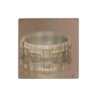 Macro del anillo de bodas imán de piedra