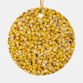 Macro del maíz como estructura del fondo adorno navideño redondo de cerámica