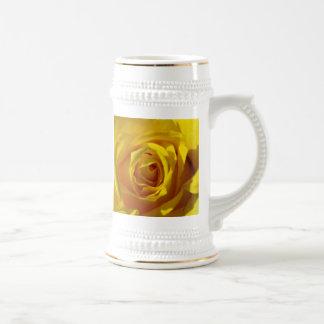 Macro del rosa amarillo tazas de café
