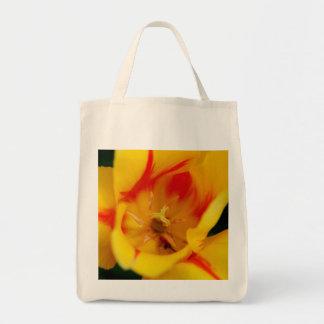 macro del tulipán bolsa tela para la compra