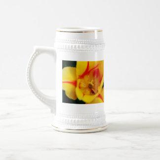 macro del tulipán jarra de cerveza
