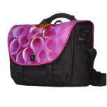 Macro rosada de la flor de la dalia bolsas de portátil