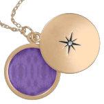 Madera abstracta púrpura medallones