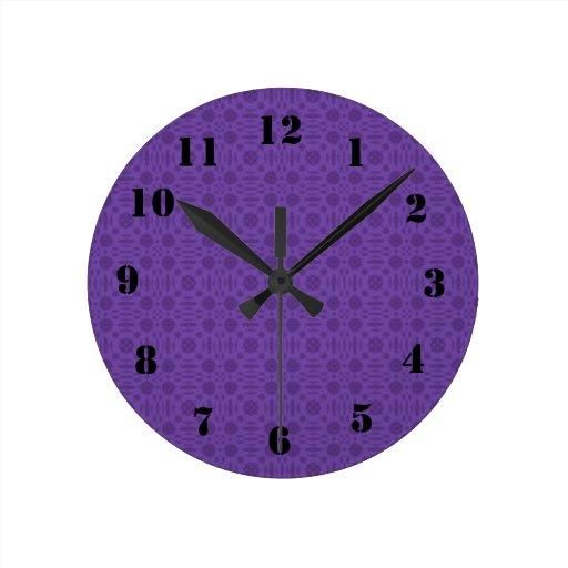 Madera abstracta púrpura reloj redondo mediano