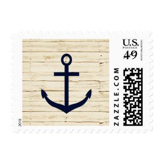 Madera blanca rústica con el ancla timbres postales