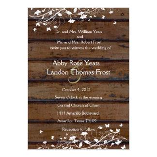Madera de Brown oscuro, invitación floral blanca