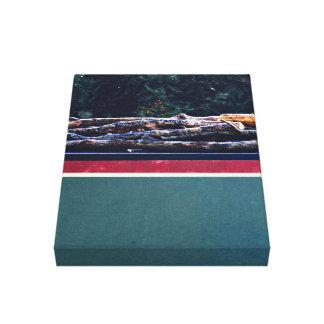 madera húmeda sobre el tejado impresión en lona estirada