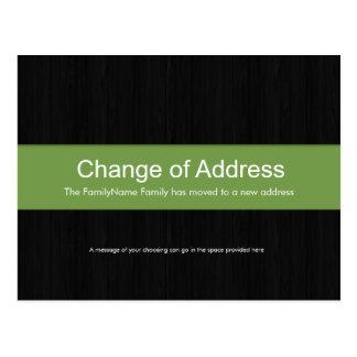 Madera oscura y cambio verde de postal de la direc