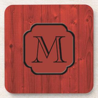 Madera pintada rojo fotorrealista, con monograma posavaso