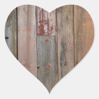 madera primitiva rústica del granero de la granja pegatina en forma de corazón