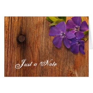Madera púrpura del bígaro y del granero apenas una felicitaciones