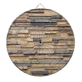 Madera reclamada, material sostenible tabla dardos