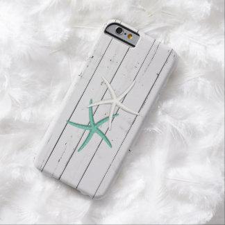 Madera resistida estrellas de mar rústicas funda para iPhone 6 barely there